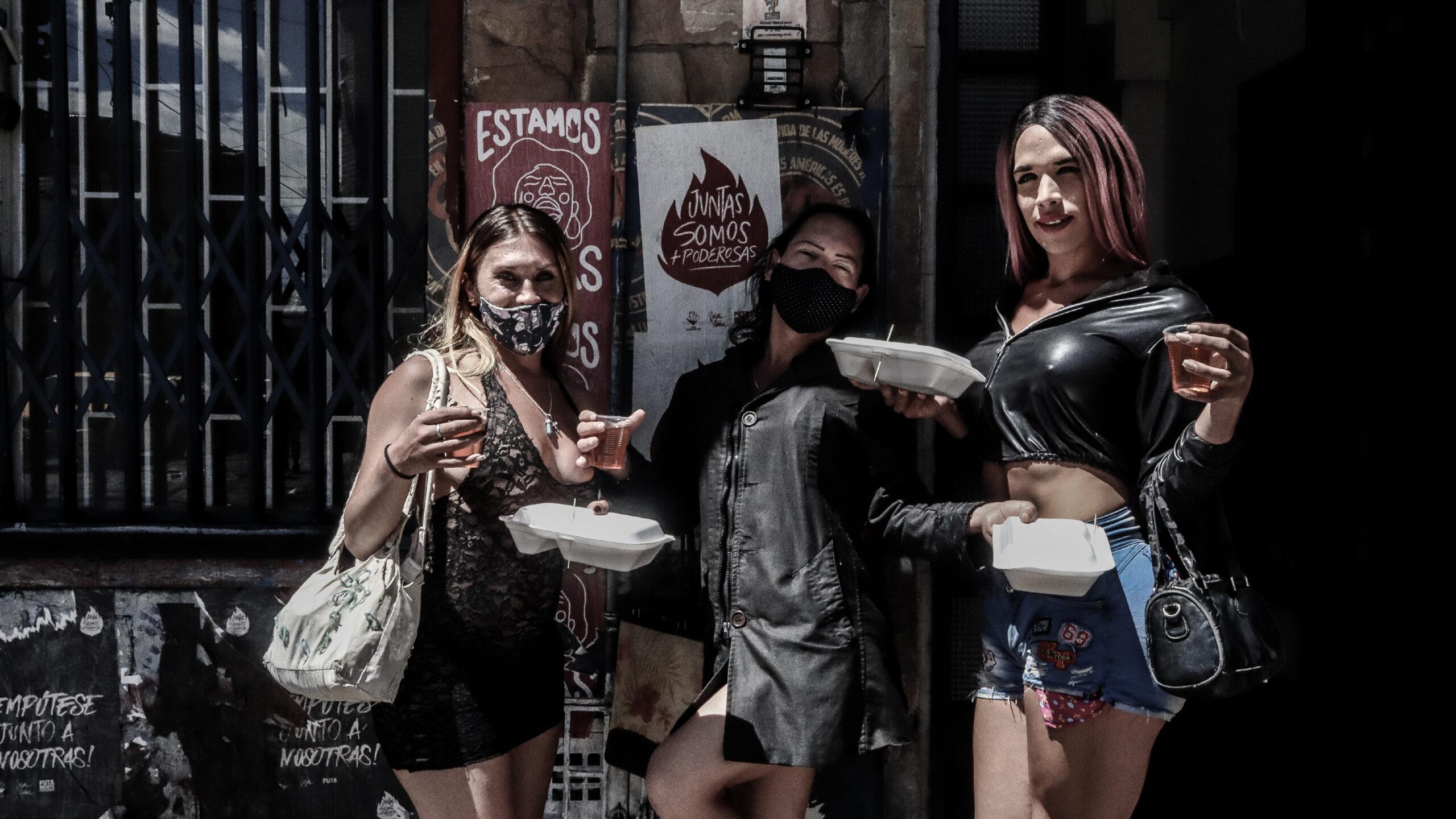 Tejido callejero: trabajadoras sexuales resisten juntas el impacto de la pandemia en Colombia